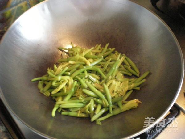 清炒黄花菜怎么做