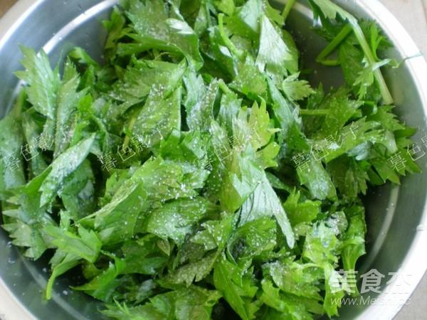 腌芹菜叶的步骤