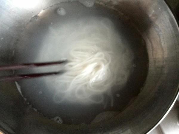 煮云南米线的家常做法