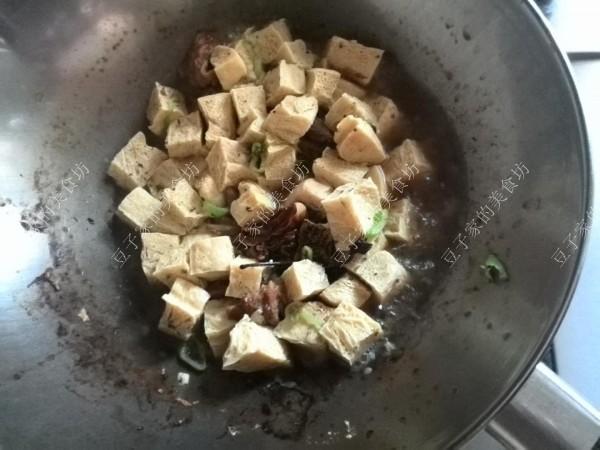 牛腩炖冻豆腐怎么做