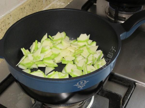 角瓜炖海参的家常做法