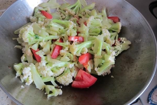 西红柿炒菜花怎么做