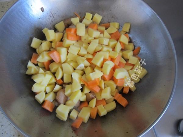 咖喱胡萝卜鸡块的家常做法