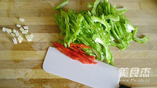 苦瓜炒辣椒的家常做法
