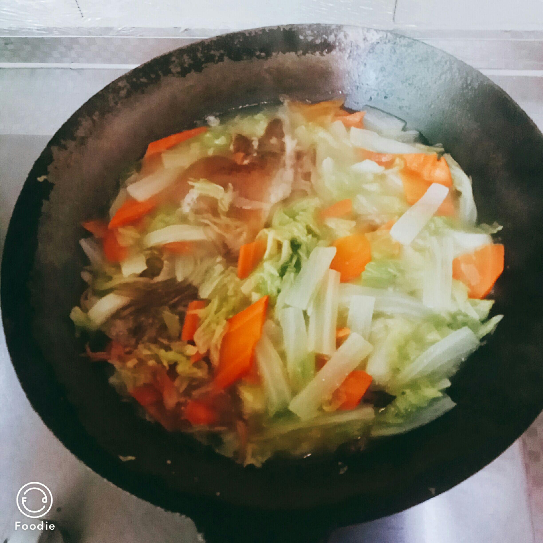 白菜炖肘子怎么煮