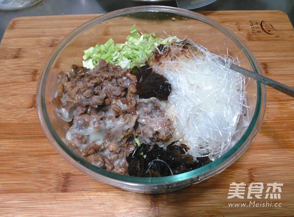 黑麦片酱肉粉丝包的家常做法