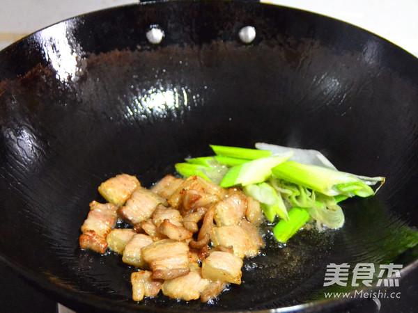 红辣鲜爽的辣白菜炒五花肉的简单做法