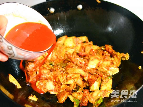 红辣鲜爽的辣白菜炒五花肉怎么做