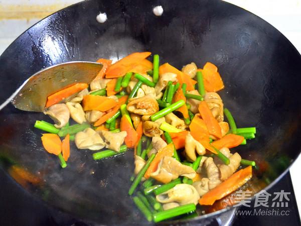 色佳味美的快手菜—蒜薹溜肥肠的步骤