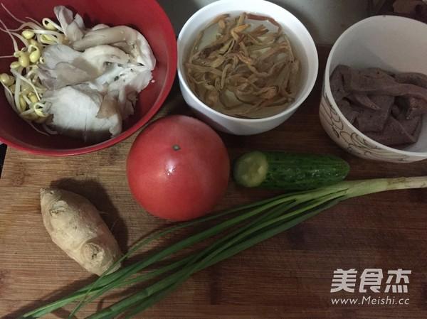 重庆三鲜砂锅米线怎么吃
