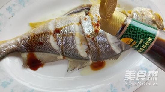 清蒸鱼怎么吃