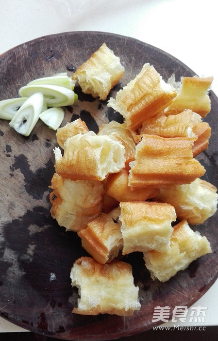 包菜炒油条的做法图解