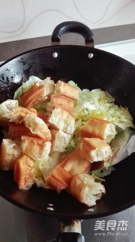 包菜炒油条怎么吃