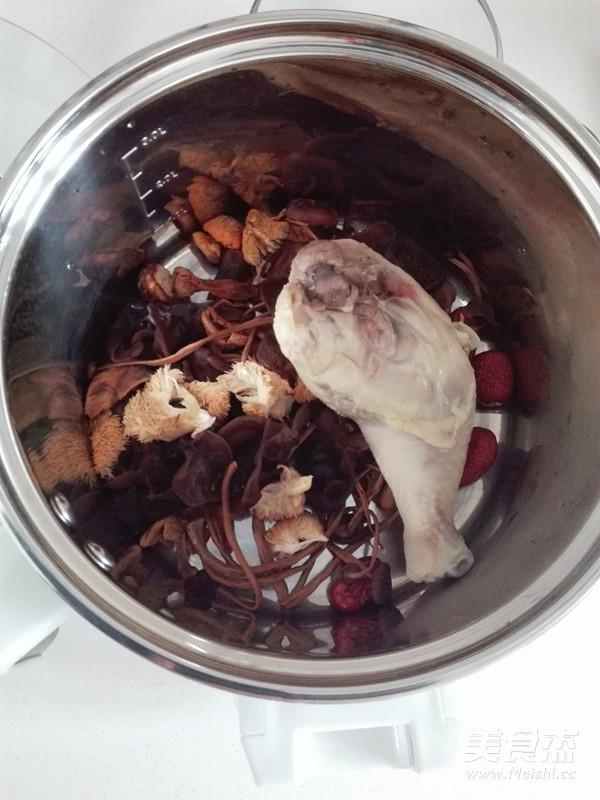 菌菇鸡汤的简单做法