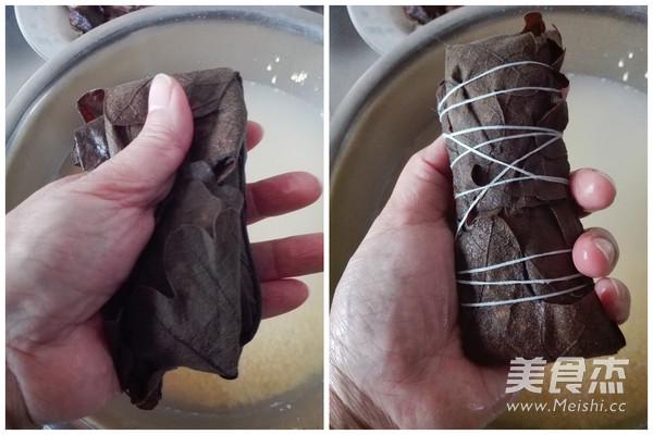 大黄米腊肉粽子的步骤