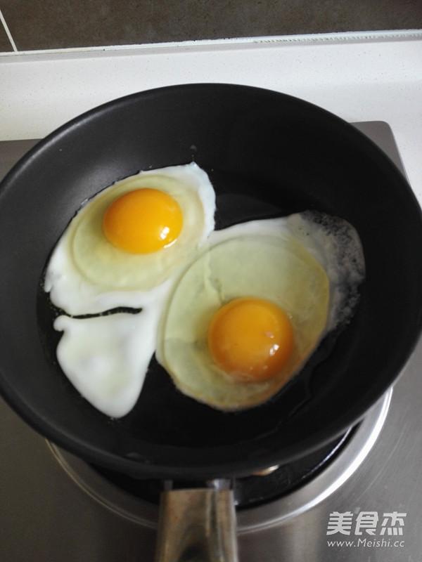 泡椒荷包蛋的家常做法