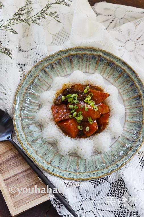 香菇胡萝卜盖浇饭成品图