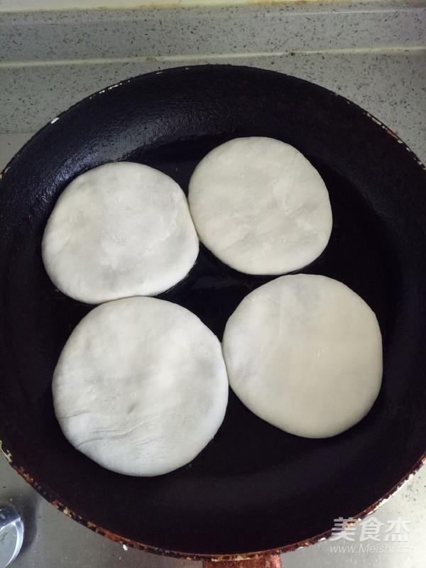 鲜肉小白菜馅饼的制作