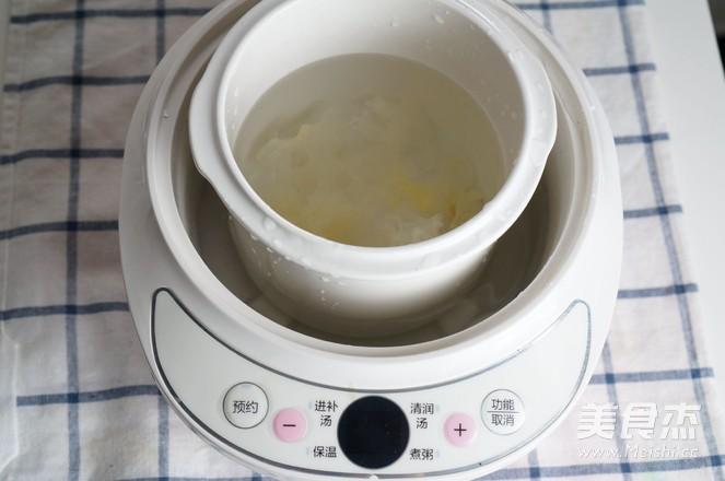 滋润去燥的银耳雪梨汤-——电炖锅食谱的做法图解