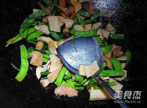 里脊肉杏鲍菇炒荷兰豆怎么做