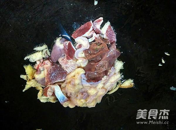 青椒炒鸡杂的家常做法