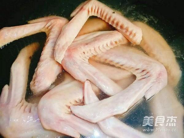 吮指猪手焖鸭翅的做法图解
