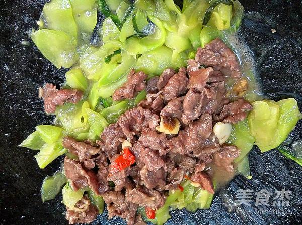 莴笋炒牛肉的步骤