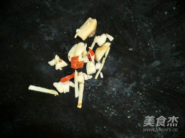 松板肉炒西葫芦的简单做法