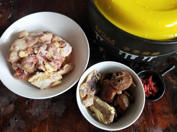 海味香菇炖土鸡。的做法大全