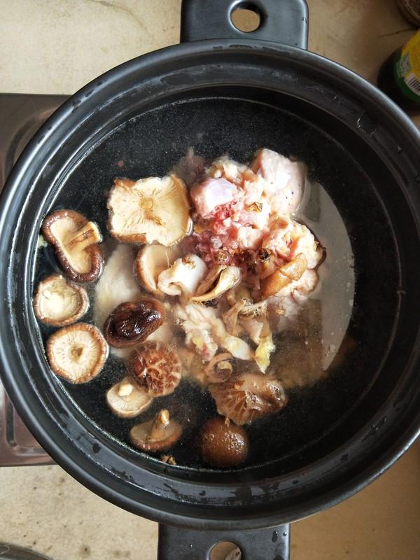 海味香菇炖土鸡。的家常做法