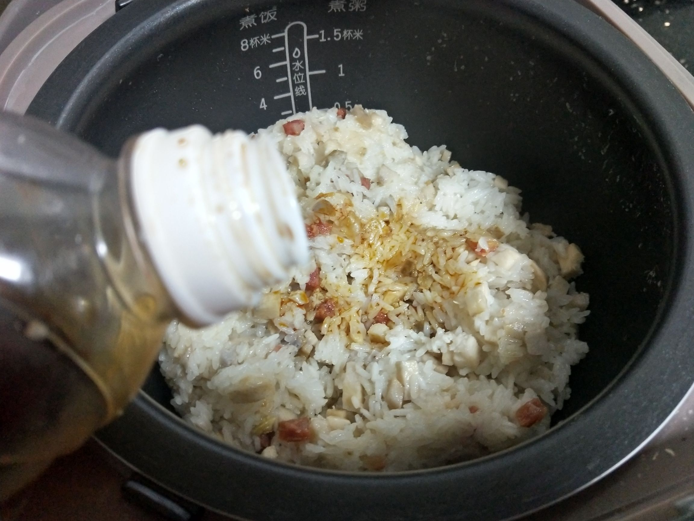 腊肠芋头糯米饭怎么煮