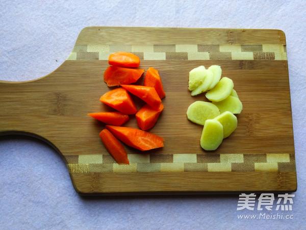 花生枸杞猪蹄汤的简单做法