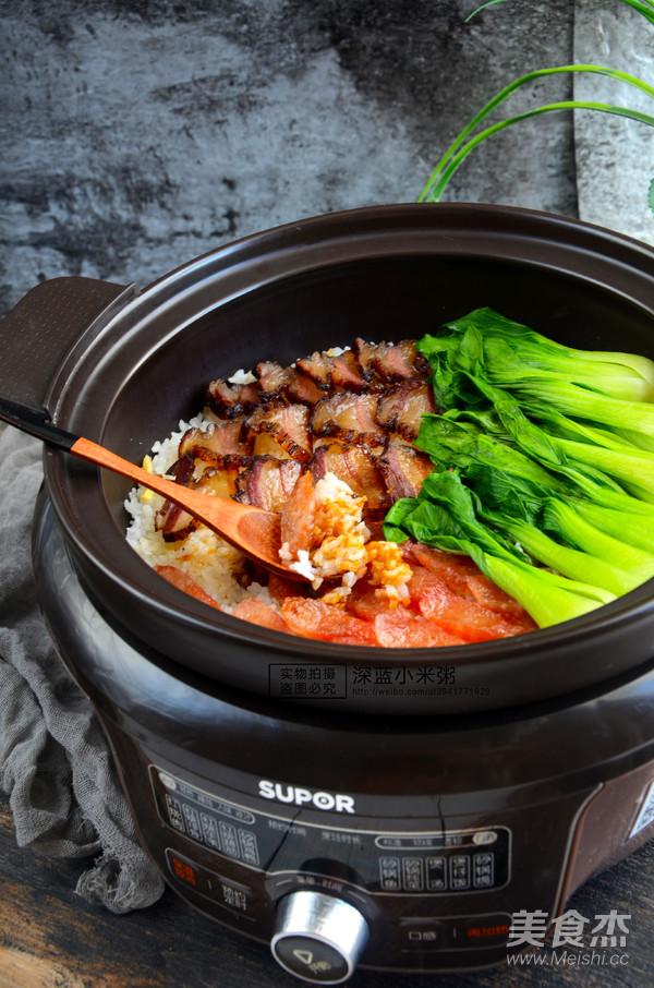 砂锅腊肉煲仔饭成品图