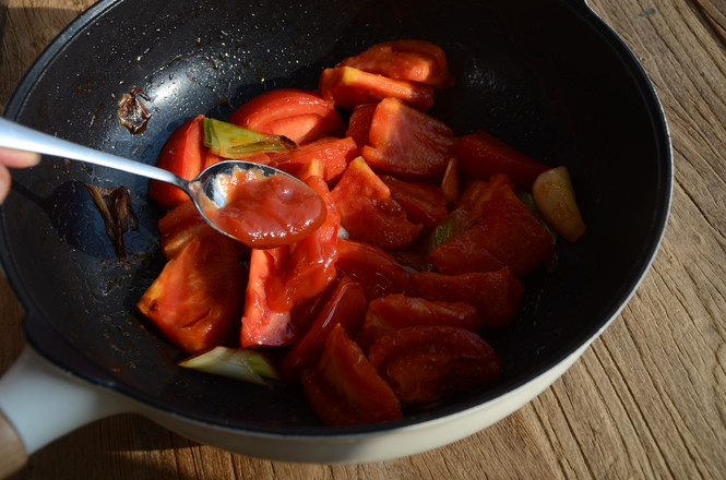 西红柿炖牛腩怎么吃