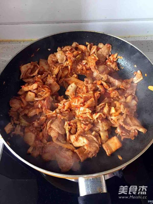 辣白菜炒五花肉怎么做
