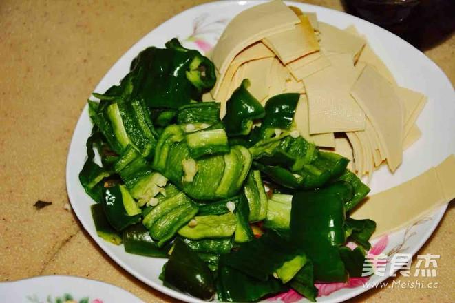 五花肉炒豆腐皮儿的做法图解
