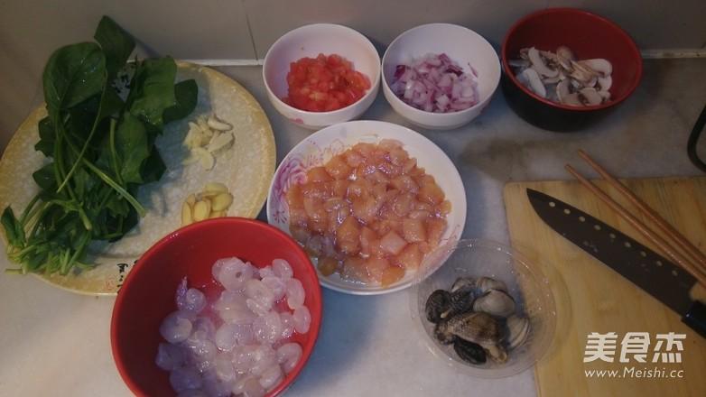 菠菜海鲜奶油意面的简单做法