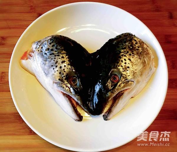 盐烤三文鱼头的做法大全