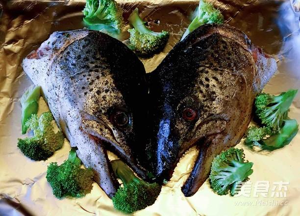 盐烤三文鱼头的简单做法