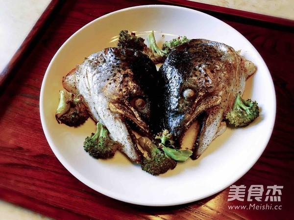 盐烤三文鱼头怎么做