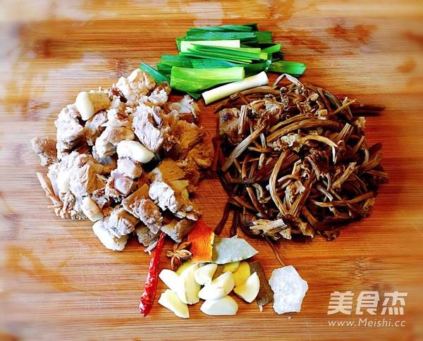 茶树菇烧排骨的做法大全