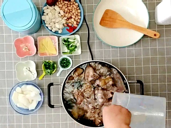 山药花生芸豆猪蹄汤的做法怎么炒