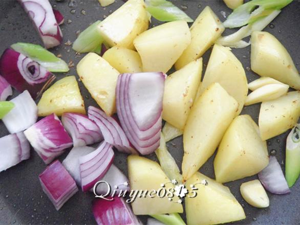 土豆炖鸡翅怎么炖