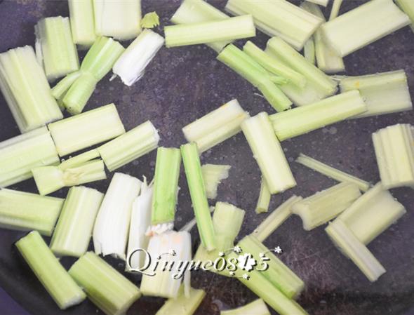 青菜香辣劲爆干锅鸭头的家常做法