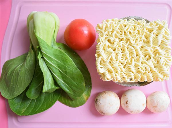 #中卓牛骨汤面#番茄口蘑方便面的做法大全