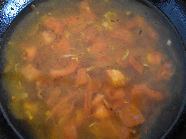 #中卓牛骨汤面#番茄口蘑方便面怎么炒