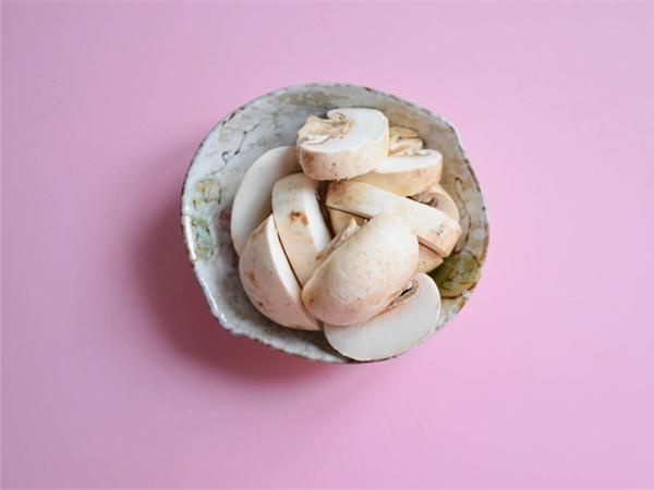 #中卓牛骨汤面#番茄口蘑方便面的家常做法