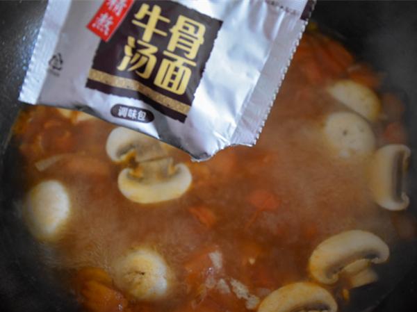 #中卓牛骨汤面#番茄口蘑方便面怎么炖