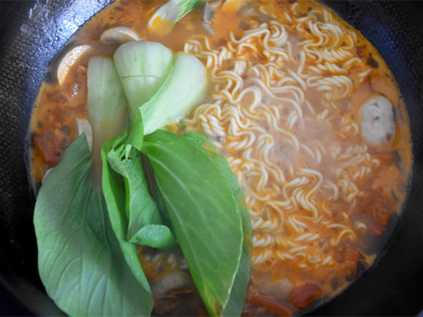 #中卓牛骨汤面#番茄口蘑方便面怎样煸