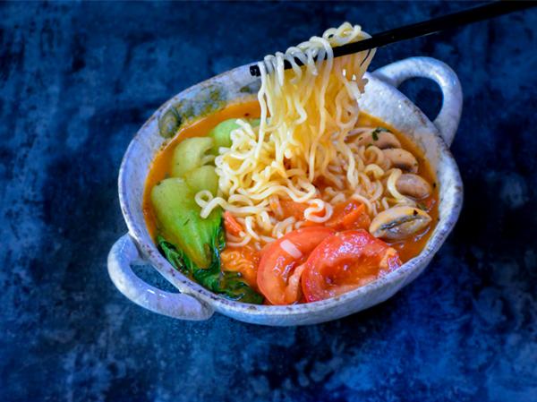 #中卓牛骨汤面#番茄口蘑方便面怎样做